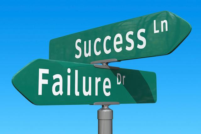succe-failure-crossroad